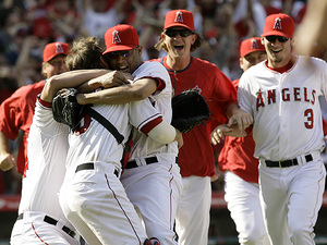 Angels_celebrate_division_win