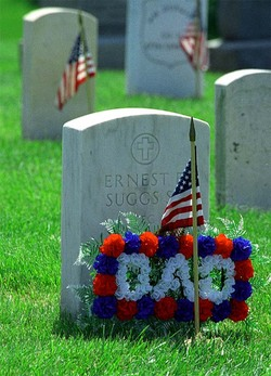 Memorial_day_decorated_grave_1